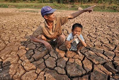Hạn hán, xâm nhập mặn, rét đậm xảy ra trên diện rộng trong 4 tháng qua đã gây thiệt hại hơn 8 nghìn tỷ đồng, lớn hơn tổng thiệt hại do thiên tai gây ra trong  năm ngoái (Thời sự chiều 12/5/2016)