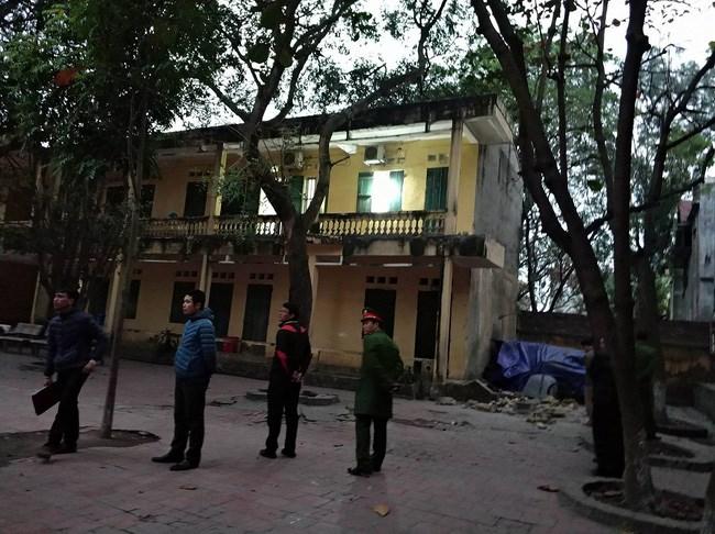 Sập lan can trường tiểu học ở Bắc Ninh khiến hàng chục trẻ nhập viện (Thời sự chiều 11/12/2017)