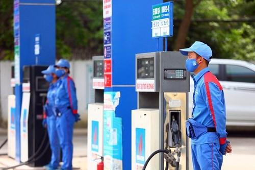 Nghị định về kinh doanh xăng dầu cần sửa đổi điều gì? (23/2/2018)