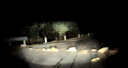 Thời sự đêm ngày 20/12/2014: Ủy ban an toàn giao thông quốc gia yêu cầu tỉnh Lào Cai ngăn chặn hành vi xếp đá ngang đường trên quốc lộ 4D từ Lào Cai đi Sa Pa.