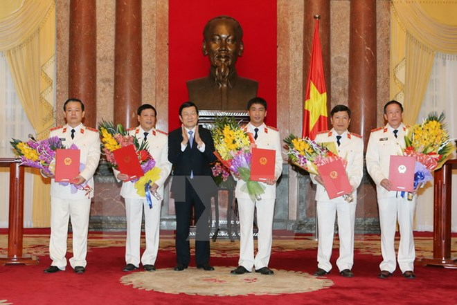 Chủ tịch nước Trương Tấn Sang trao quyết định bổ nhiệm chức danh Kiểm sát viên thuộc Viện Kiểm sát nhân dân tối cao cho một số cán bộ ngành kiểm sát (Thời sự đêm 17/12/2015)