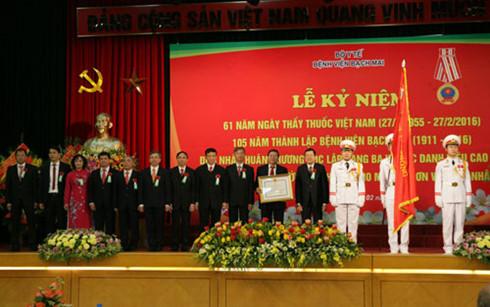 Chủ tịch nước Trương Tấn Sang dự lễ kỷ niệm 105 năm thành lập Bệnh viện Bạch Mai (Thời sự chiều 19/2/2016)