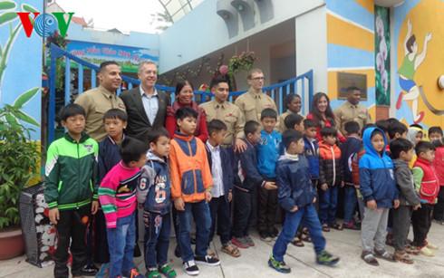 Đại sứ Hoa Kỳ tại Việt Nam tặng quà Tết cho trẻ em làng SOS (1/2/2016)