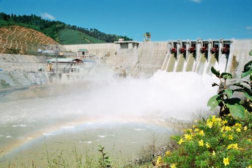 Tập đoàn điện lực Việt Nam huy động cao các nguồn phát điện khác, để hạn chế huy động các nhà máy thủy điện tích nước sớm (Thời sự chiều 16/3/2016)
