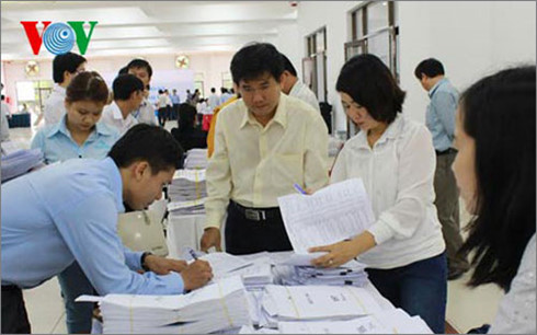 Theo khảo sát, năm nay nhiều địa phương lựa chọn phương án tổ chức 2 cụm thi: Một cụm xét tốt nghiệp và một cụm vừa xét tốt nghiệp vừa xét tuyển đại học, cao đẳng (Thời sự trưa 5/3/2016)