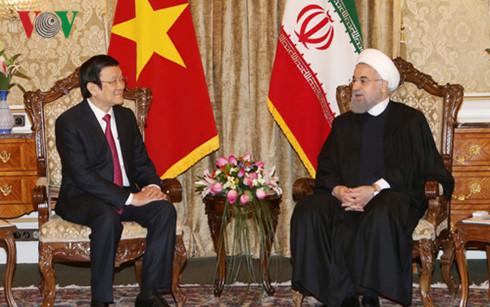 Chủ tịch nước Trương Tấn Sang hội đàm với Tổng thống Iran Hassan Rouhani, trao đổi các biện pháp thúc đẩy mối quan hệ hữu nghị và hợp tác giữa hai nước trong giai đoạn phát triển mới (Thời sự đêm 14/3/2016)