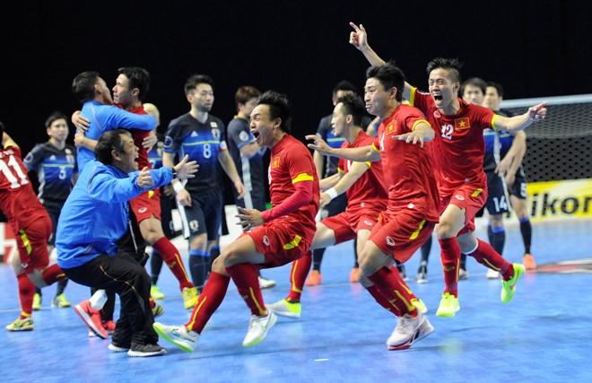 Đánh bại đội tuyển futsal Nhật bản, học trò huấn luyện viên Bruno Garcia giành quyền tham dự World cup futsal. (21/02/2016)
