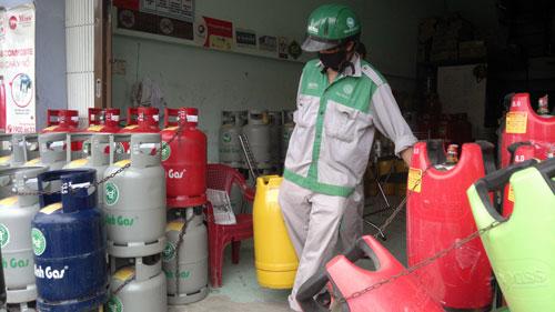 Thời sự sáng ngày 1/12/2014: Từ hôm nay, giá bán gas giảm hơn 1.000 đồng/kg, tương đương giảm 13.000 đồng/ bình 12 kg so với tháng trước