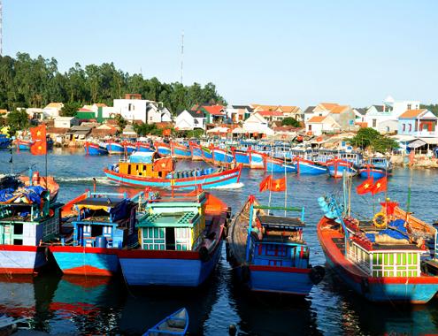Biển đảo Việt Nam ngày 28/9/2014: Khánh Hòa: Ngư dân đóng tàu dịch vụ hậu cần bám biển xa