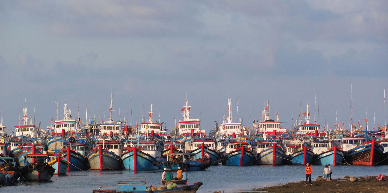 Biển đảo Việt Nam ngày 2/11/2014:  Ngư dân Khánh Hòa vươn khơi để bảo vệ chủ quyền biển đảo.