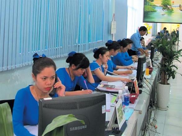 Thời sự sáng ngày 21/11/2014: Hôm nay, Tổng Công ty Đường sắt Việt Nam chính thức triển khai bán vé điện tử cho khách hàng có nhu cầu đi trên tuyến đường sắt Bắc-Nam