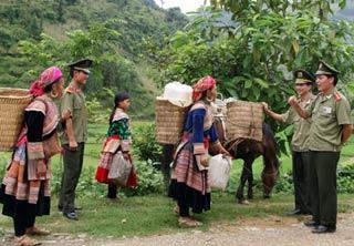 Pháp luật và đời sống ngày 17/9/2014:  Tuyên truyền, phổ biến, giáo dục pháp luật cho người dân ở khu vực miền núi, vùng sâu vùng xa