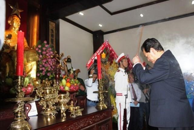 Thời sự trưa ngày 1/9/2014: Sáng nay, tại Thành phố Hồ Chí Minh, Thủ tướng Nguyễn Tấn Dũng dâng hương, dâng hoa tưởng niệm  Chủ tịch Hồ Chí Minh nhân kỷ niệm 69 năm Cách mạng tháng Tám và Quốc khánh 2-9.