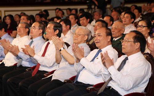 Thời sự đêm ngày 30/8/2014:  Tổng bí thư Nguyễn Phú Trọng tham dự chương trình nghệ thuật 45 năm thực hiện Di chúc của Chủ tịch Hồ Chí Minh.