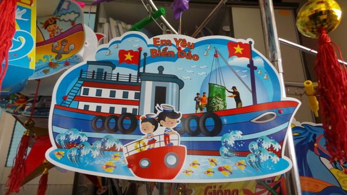 Văn hóa giải trí cuối tuần ngày 23/8/2014: Lồng đèn biển đảo Hoàng Sa, Trường Sa được nhiều người ưa chuộng.