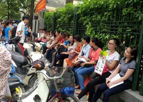 Thời sự sáng ngày 17/8/2014: Hà Nội ra soát thanh lý gần 10000 hợp đồng công chức do phòng chuyên môn tự ký và trả lương bằng kinh phí từ ngân sách