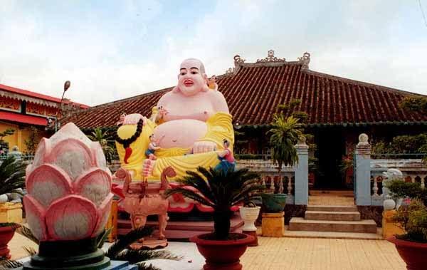 Đời sống tôn giáo ngày 12/7/2014: Lòng thiện nguyện của các sư thầy và phật tử ở chùa Long Thạnh, thành phố Hồ Chí Minh đối với người nghèo.
