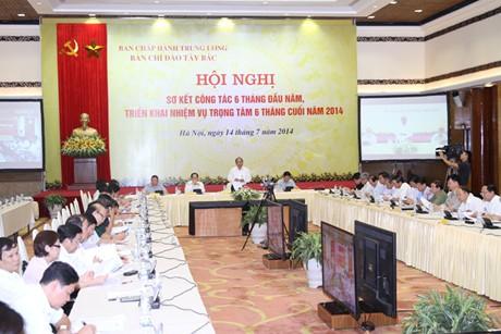 Thời sự đêm ngày 14/7/2014: Phó Thủ tướng Nguyễn Xuân Phúc lưu ý, lãnh đạo các địa phương trong vùng Tây Bắc không được để dân đói, bệnh tật lớn, an ninh phức tạp xảy ra tại Hội nghị trực tuyến sơ kết công tác 6 tháng đầu năm và triển khai nhiệm vụ 6 tháng cuối năm 2014 của Ban Chỉ đạo Tây Bắc
