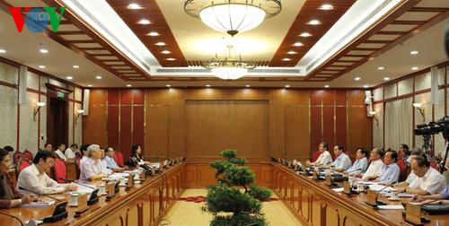 Thời sự chiều ngày 12/9/2014: Bộ Chính trị họp, cho ý kiến về việc sơ kết 5 năm thực hiện Nghị quyết Trung ương 6 khóa 10 về tiếp tục hoàn thiện thể chế kinh tế thị trường định hướng XHCN