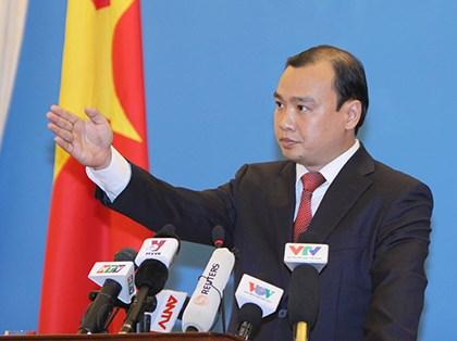 Thời sự sáng ngày 27/6/2014: Bộ Ngoại giao Việt Nam phản đối Trung Quốc phát hành bản đồ địa hình Trung Quốc và bản đồ Trung Quốc khổ dọc, trong đó thể hiện đường lưỡi bò bao trùm gần như toàn bộ biển Đông