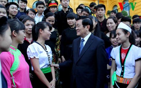 Thời sự đêm ngày 01/11/2014: Chủ tịch nước Trương Tấn Sang gặp mặt thân mật 78 học sinh dân tộc thiểu số tiêu biểu