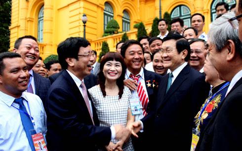Thời sự đêm ngày 24/6/2014: Chủ tịch nước Trương Tấn Sang tiếp đoàn đại biểu 75 doanh nhân được Bộ Khoa học Công nghệ và Đài Tiếng nói Việt Nam vinh danh