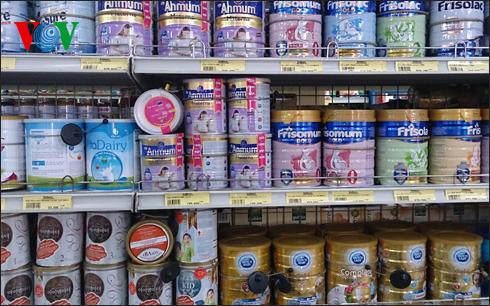 Kinh tế ngày 02/7/2014: Những chiêu trò tăng giá sữa sau khi áp trần