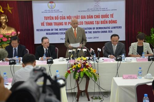 Thời sự sáng ngày 12/6/2014: Hội Luật gia dân chủ quốc tế ủng hộ Việt Nam đã có những biện pháp giải quyết vấn đề biển Đông hoàn toàn đúng đắn và phù hợp luật pháp quốc tế