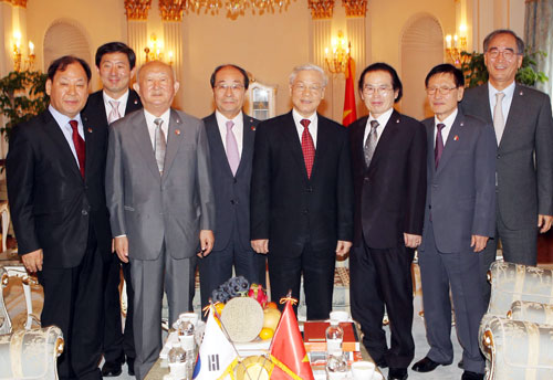 Thời sự chiều ngày 01/10/2014: Bắt đầu chuyến thăm cấp Nhà nước tới Hàn Quốc, Tổng Bí thư Nguyễn Phú Trọng tiếp đoàn đại biểu Hội hữu nghị Hàn - Việt và đại diện 2 dòng họ Lý (Việt Nam) tại Hàn Quốc.