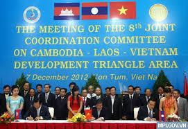 Thời sự sáng ngày 24/11/2014: Sẽ thành lập Ủy ban Điều phối chung để điều phối việc thực hiện Quy hoạch tổng thể xây dựng Tam giác phát triển Cam-pu-chia - Lào - Việt Nam