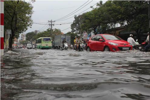 Thời sự sáng ngày 11/10/2014: Triều cường tại thành phố Hồ Chí Minh và Đồng bằng Sông Cửu Long đe dọa nghiêm trọng đến sản xuất và sinh hoạt của người dân