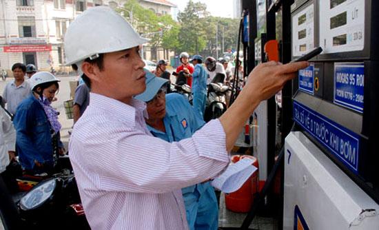 Thời sự chiều ngày 08/7/2014: Bộ Tài chính giải đáp nhiều câu hỏi liên quan đến việc xăng vừa tăng giá mạnh nhất từ đầu năm đến nay