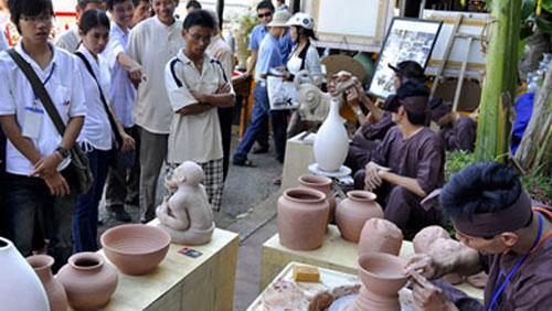 Văn hóa giải trí ngày 20/8/2014: Du lịch làng nghề Hà Nội- Vì sao chưa có bước đột phá.