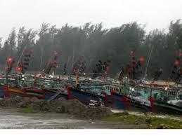 Thời sự sáng ngày 29/11/2014: Dự báo chiều nay, vị trí tâm bão số 4 nằm trên vùng biển các tỉnh từ Bình Đình đến Khánh Hòa rồi đổ bộ vào đất liền