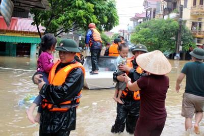 Thời sự trưa ngày 23/7/2014: Thủ tướng Chính phủ có công điện yêu cầu các Bộ, ngành, địa phương tập trung chỉ đạo khắc phục hậu quả mưa lũ do ảnh hưởng của bão số 2