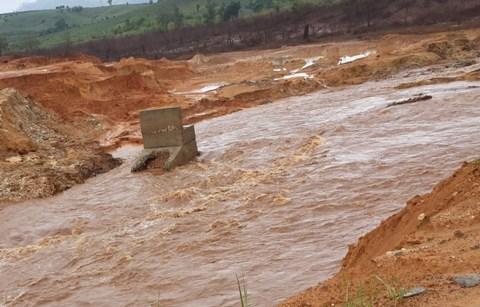 Môi trường và phát triển ngày 14/8/2014: Phỏng vấn tiến sĩ Đào Trọng Hưng, viện Hàn Lâm khoa học - Công nghệ môi trường Việt Nam về vụ vỡ đập thủy điện IaKrei, tỉnh Gia Lai.
