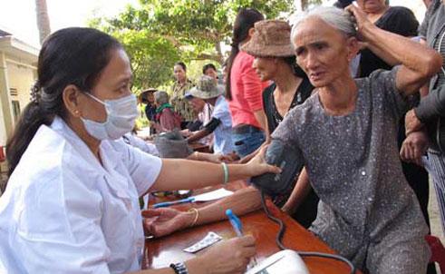 Thời sự trưa ngày 31/10/2014: Hơn một triệu người nghèo trong cả nước sẽ được khám bệnh miễn phí trong chiến dịch kéo dài tới ngày 15/2 năm tới của Hội Chữ thập đỏ Việt Nam