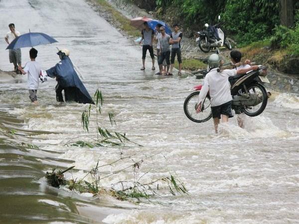 Pháp luật và đời sống ngày 25/8/2014: Đảm bảo an toàn giao thông trong mùa mưa lũ năm nay ở tỉnh Hòa Bình