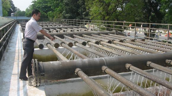 Dùng nước sạch Hà Nội, dân mất tiền mua sự bất an
