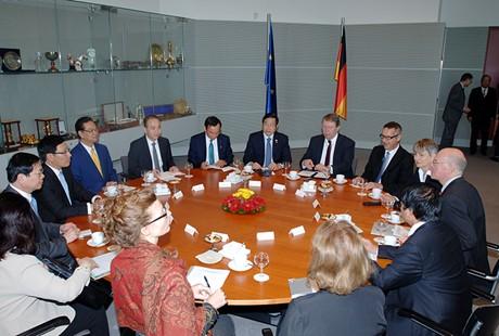 Thời sự chiều ngày 15/10/2014: Thủ tướng Nguyễn Tấn Dũng tới thủ đô Béc-lin và hội kiến với Chủ tịch Quốc hội Đức Nô-bớt Lam-mớt
