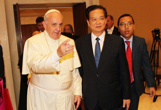 Thời sự đêm ngày 18/10/2014: Chiều nay, Thủ tướng Nguyễn Tấn Dũng đã thăm Tòa thánh Vatican, hội kiến với Giáo hoàng Francis và Thủ tướng Tòa thánh Pietro Parolin