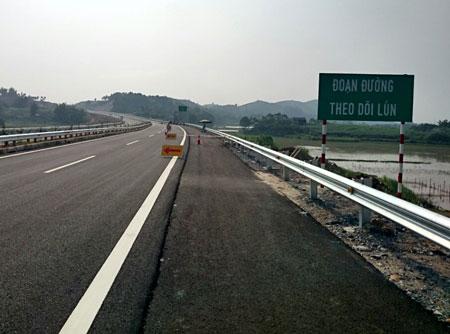 Thời sự sáng ngày 19/10/2014: Bộ Giao thông vận tải khẳng định, chậm nhất đến ngày 20-12 sẽ khắc phục xong sự cố lún nứt trên cao tốc Nội Bài - Lào Cai