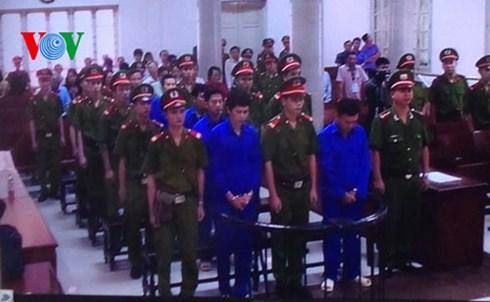 TAND thành phố Hà Nội tuyên án 6 bị cáo nguyên là cán bộ ngành đường sắt - bị truy tố với tội danh lợi dụng chức vụ quyền hạn khi thi hành công vụ. (Thời sự chiều 27/10/2015)