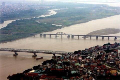 Hà Nội chi gần 3.700 tỷ đồng xây nhà máy nước mặt sông Hồng (Thời sự sáng 28/10/2015)