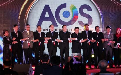 Lần đầu tiên Việt Nam đăng cai Hội nghị Nhãn khoa Asean lần thứ 2. (Thời sự đêm 29/10/2015)