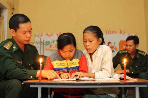 Lớp học xóa mù ở một xã vùng biên