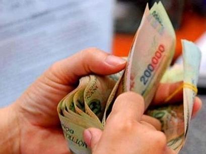 Tổng Liên đoàn Lao động Việt nam đề nghị xem xét điều chỉnh tiền lương tối thiểu vùng năm 2016 cần tăng thấp nhất 14,3% so với năm 2015 (Thời sự trưa ngày 7/10/2015)