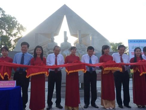 Chủ tịch nước Trương Tấn Sang dự các hoạt động  kỷ niệm 75 năm Ngày Nam kỳ khởi nghĩa tại Long An. (Thời sự đêm 21/11/2015)
