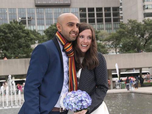 Đôi uyên ương người Canada hủy đám cưới để dành tiền giúp người tỵ nạn