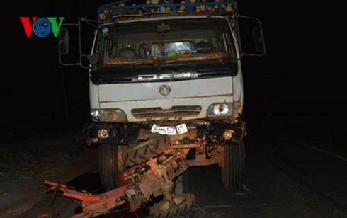 Một vụ tai nạn giao thông kinh hoàng xảy ra đêm qua làm 5 người chết, 9 bị thương tại Gia Lai (Thời sự trưa 28/11/2015)